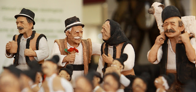 Elderly Romanians in traditional clothes.