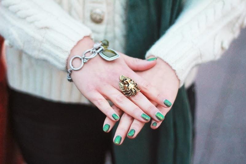 uslu airlines nailpolish hand ring lion eye of the tiger bracelet