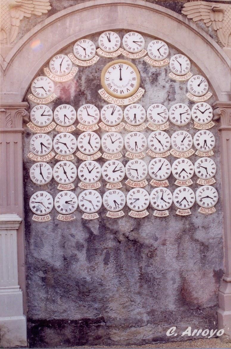 """relojes en el segundo nivel del """"Parque del Pasatiempo"""""""