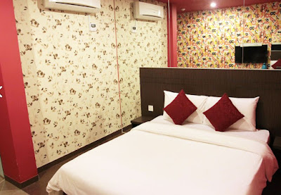 Hotel EST KL couple room