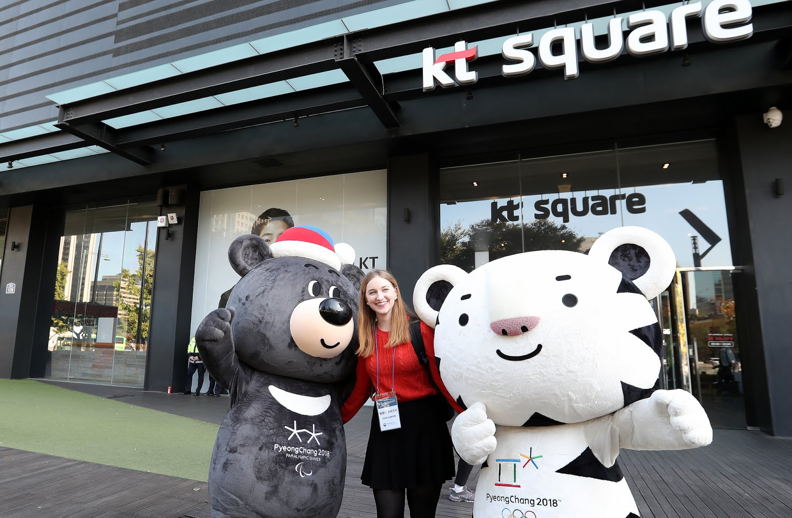 Honorary reporter Elena Kubitzki from Germany poses a smile along with Bandabi and Soohorang, the mascots of PyeongChang 2018 Winter Olympics and Paralympics.