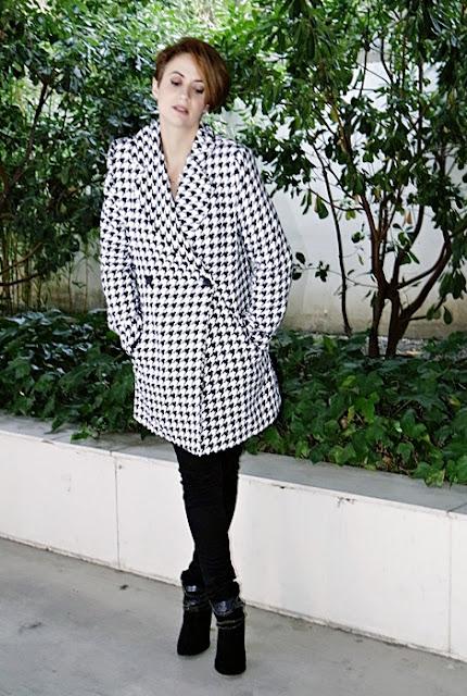 Outfit-Abrigo-pata-gallo-negro-blanco-6