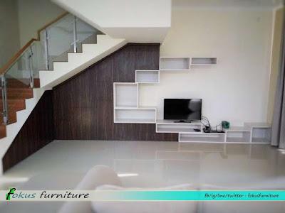 kabinet tv dan bawah tangga di Meruya