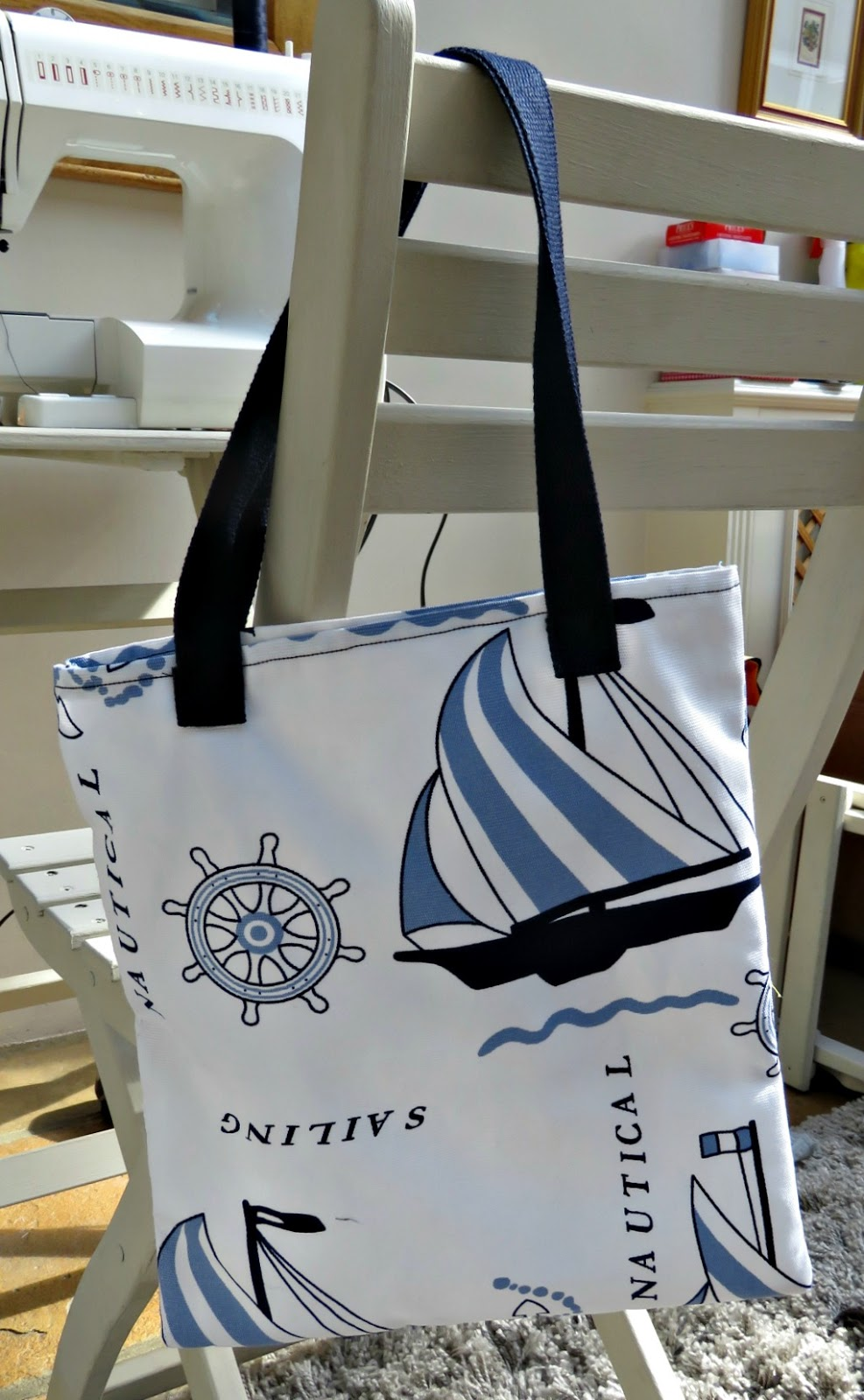 just saying ...: Knitting tote bag ...