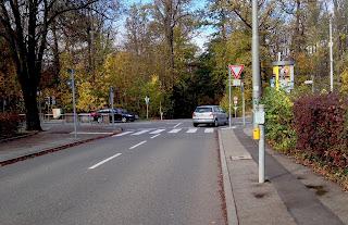 Eine für Zweiradfahrer lebensgefährliche Straße in Degerloch