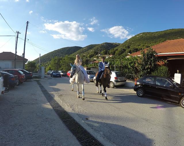 Γιάννενα: Γάμος ..Σαν Σε Παραμύθι ..Πήγαν Με Τ' Άλογα Στην Εκκλησιά!![Φωτογραφίες]