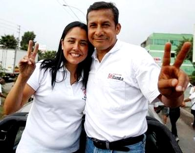 Foto de Nadine Heredia feliz con Ollanta Humala