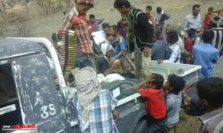 التحالف يقوم بانزال اسلحه وذخائر  للمقاومه الشعبيه في مدينة تعز