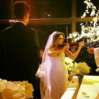 http://www.violino.mus.br/2015/01/noiva-aprende-violino-para-tocar-em-seu-casamento.html