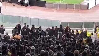 Σοβαρό επεισόδιο πριν λίγο στο ΟΑΚΑ μετά το γκολ της ΑΕΚ - Αποκλειστικό βίντεο