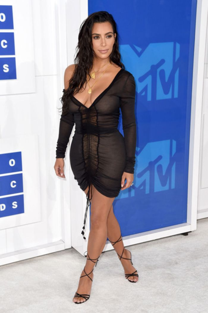 Celebrity Fashion Fashion International Fashion International Fashion Shows Current Events Fashion Weeks Women Dresses  MTV VMAS 2016 Red Carpet: Relive red Carpet Glamour And Star Performance