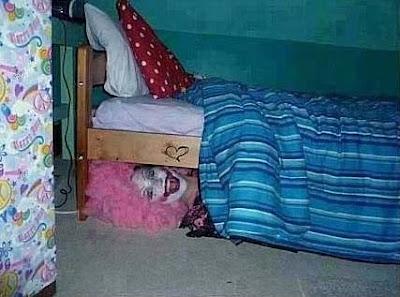 Lustige Kinder schlafen Bilder - böser Clown