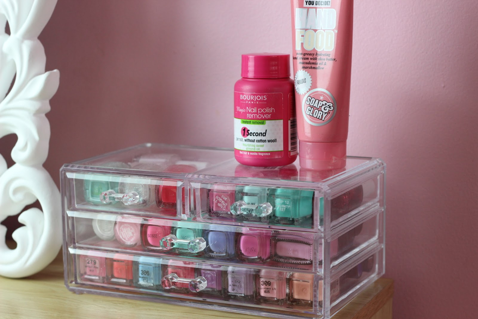 how i store my nail polishes everyday lauren. Black Bedroom Furniture Sets. Home Design Ideas