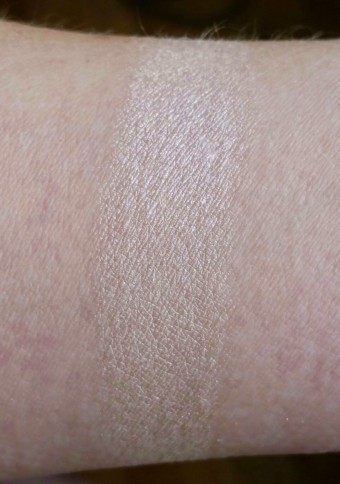 Makeup Revolution Dess Of Love Highlighter Review And Swatches