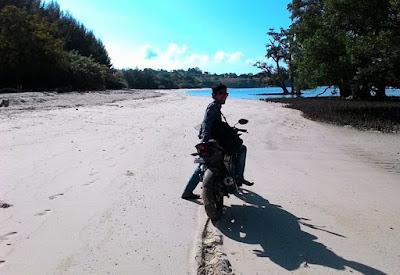 """""""Arief Munandar di pasir putih"""""""