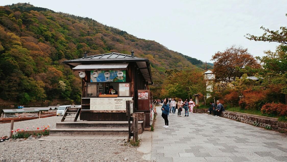 lokasi sewa perahu di arashiyama