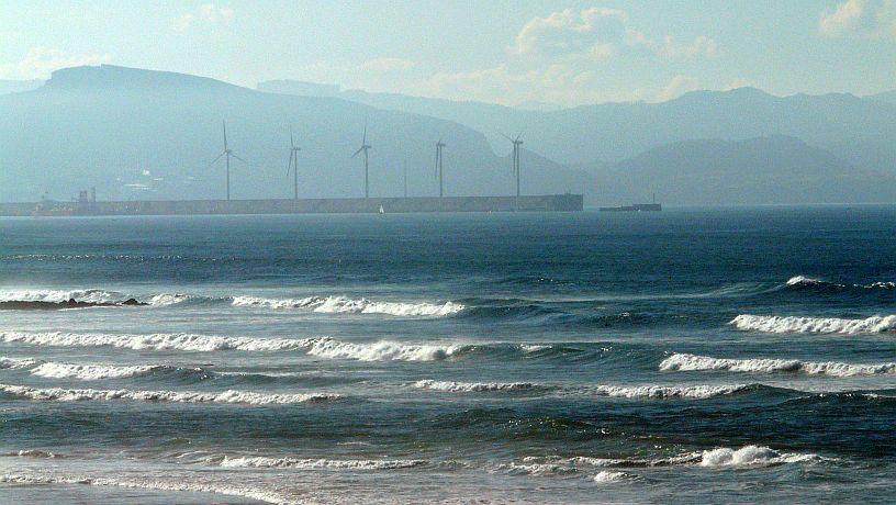 Surfear en Sopelana en Octubre