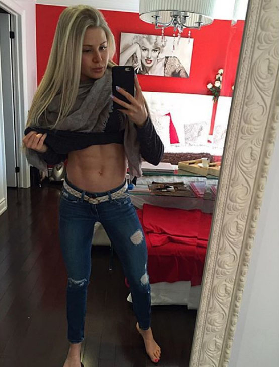Fitness girl abs Kyla Ford