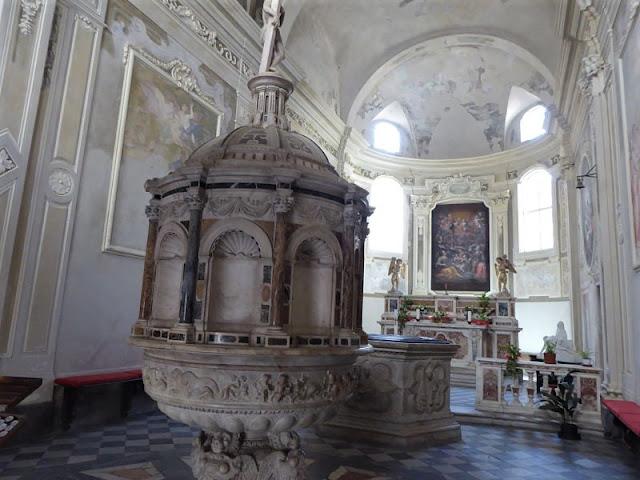 interni dell'oratorio di san giacinto a pietrasanta