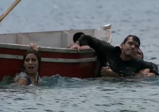 Ana Paula e Rogério se afogam (Foto: Reprodução)
