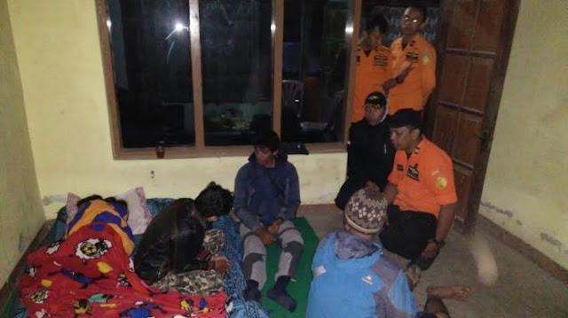 Tim SAR Evakuasi Ayu Retnosari di Gunung Sumbing