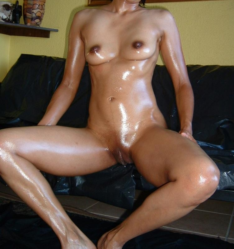 Nude Oily Sexy Ladies Ready For Fuck