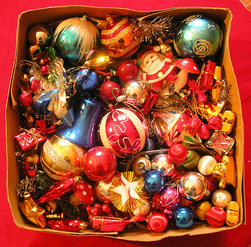 Old Christmas Tree Decorations: DECK THE HOLIDAY'S: VINTAGE CHRISTMAS DECORATIONS AND TREES