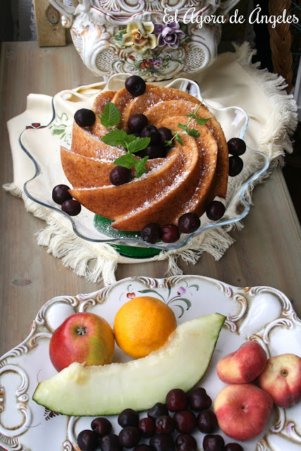 fruta de verano,melón, cerezas, paraguayos