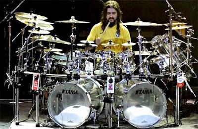 Foto de Mike Portnoy tocando su batería