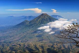 Misteri Gunung Slamet, Dan Terbelahnya Pulau Jawa
