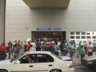 Resultado de imagen para filas en estaciones metro sdn