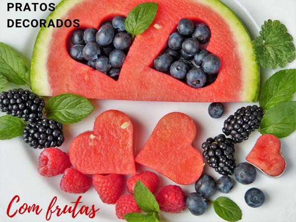 salada de frutas decorada com coração