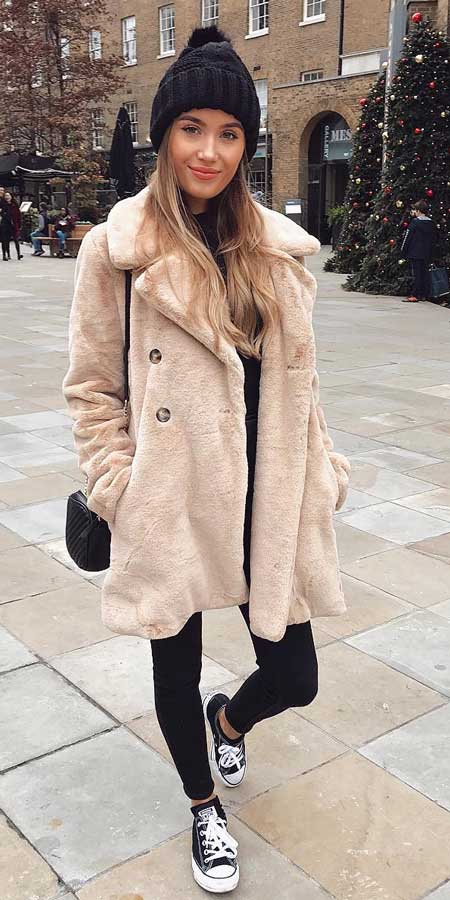 Searching for coats for winter? Find womens fall coat + winter outfits coat + coat style. | 35+ Cute Coat Outfits for Every Day of the Month. Winter Coats Women via higiggle.com #coats #winteroutfits #winterstyle #fashion
