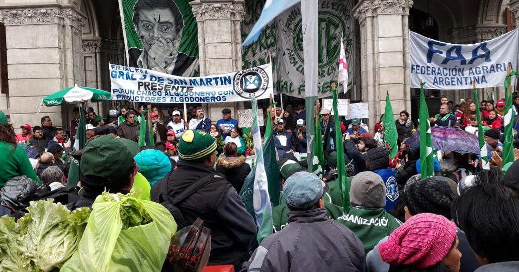 Protagonistas movilizacion campesina al ministerio de for Ministerio del interior legalizar titulo