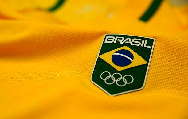 Veja a evolução dos uniformes do Brasil no futebol olímpico - Show ... 3d3a40edb2a5f