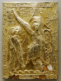 """Η σπάνια κειμηλιακή βυζαντινή εικόνα Ï""""Î¿Ï… 12Î¿Ï… αιώνα. Η εικόνα όπως εκτίθεται ÏƒÎ®Î¼ÎµÏ Î± στο Μουσείο Ï""""Î¿Ï… Î›Î¿Ï Î²Ï Î¿Ï…. Από την εικόνα έχει Î±Ï†Î±Î¹Ï ÎµÎ¸ÎµÎ¯ Î¿ ενσωματωμένος Τίμιος Λίθος από τον Πανάγιο Τάφο Ï""""Î¿Ï… Î§Ï Î¹ÏƒÏ""""Î¿Ï  (ÏƒÏ Î³ÎºÏ Î¹Î½Îµ με την Ï€Ï ÏŽÏ""""η εικόνα αυτής της Î±Î½Î¬Ï Ï""""ησηÏ')."""