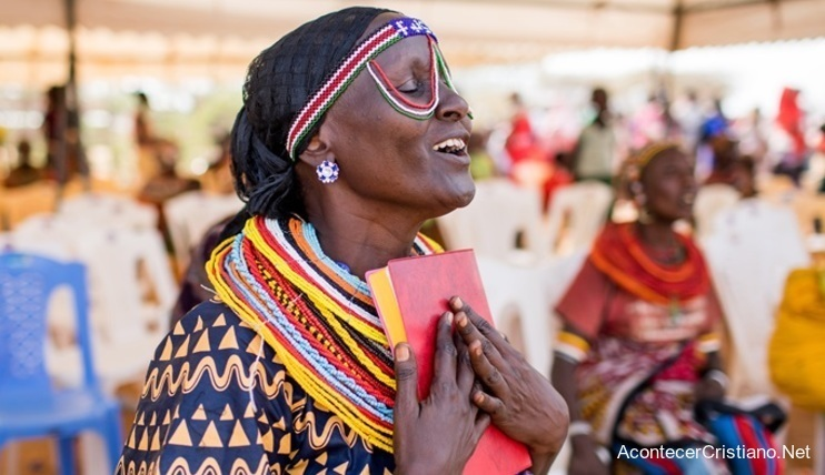 Mujer cristiana de la tribu Rendille en Kenia
