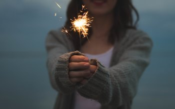 Wallpaper: Girl with Fireworks