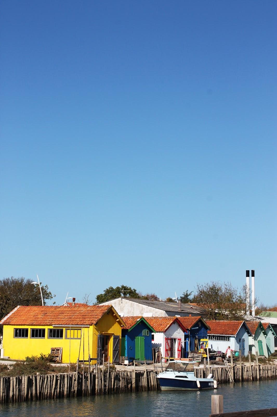 Cabanes de pêcheurs colorées