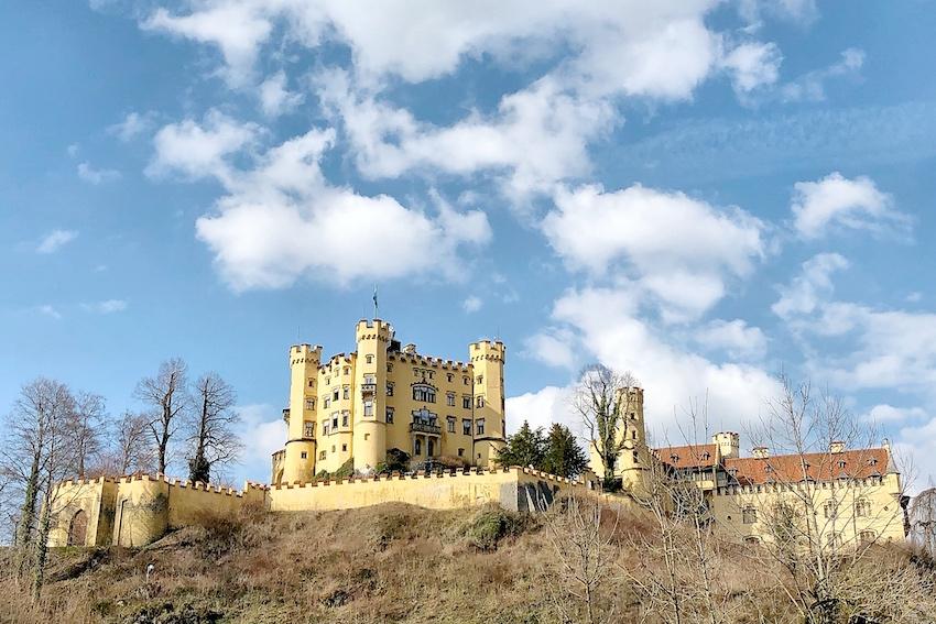Schloss Hohenschwangau in der Sonne