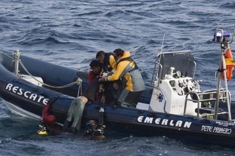 إنقاذ ستة مهاجرين مغاربة في سواحل سبتة المحتلة