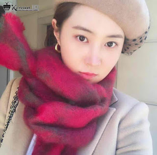 Photo Selfie Yuri Girls Generation Cantik pakai topi