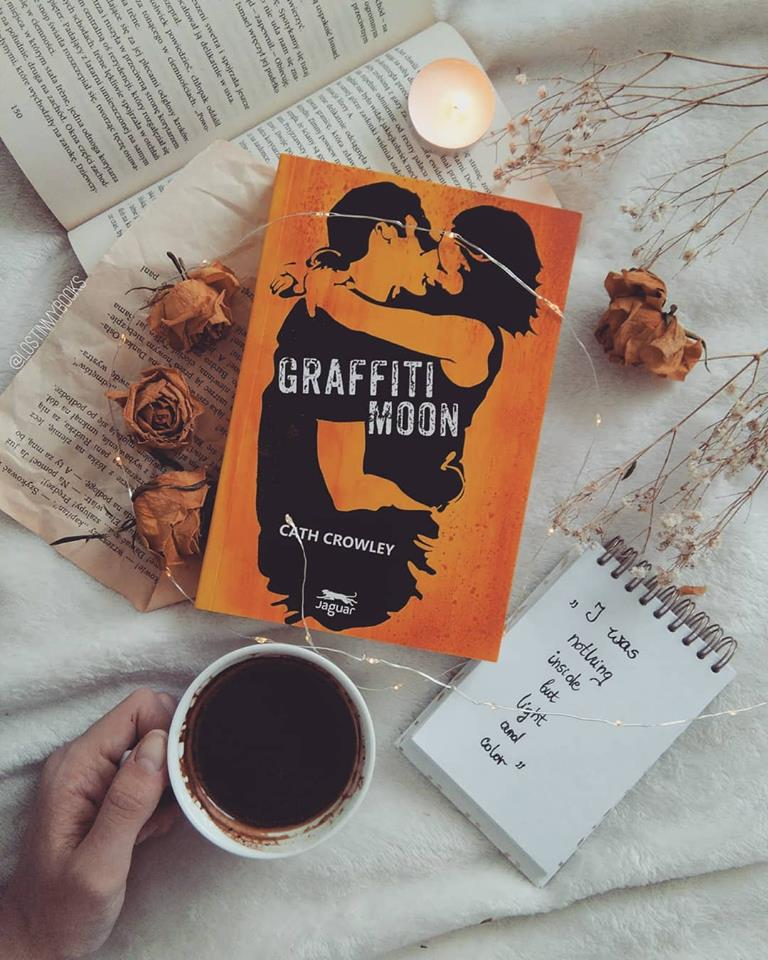 ",,GRAFFITI MOON"" Cath Crowley"