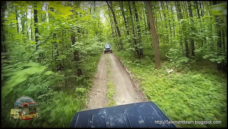 ГАЗ-69 на лесной дороге