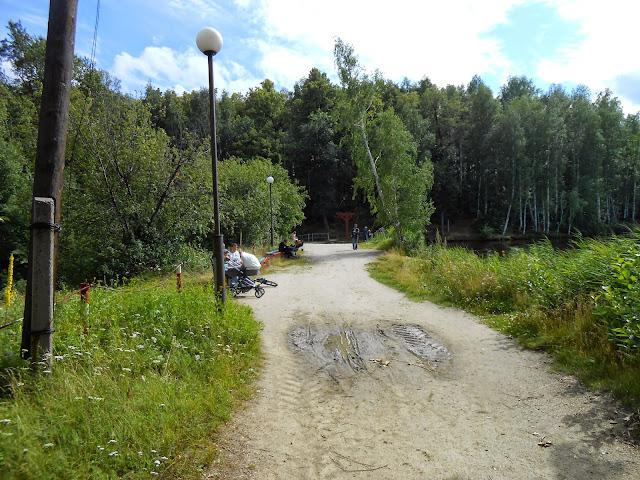Дорога по плотине на Дехановом пруду