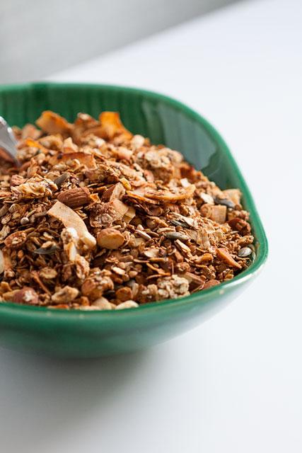 Osnovni recept za granolu sa sjemenkama, orašastim plodovima, heljdom i urmama