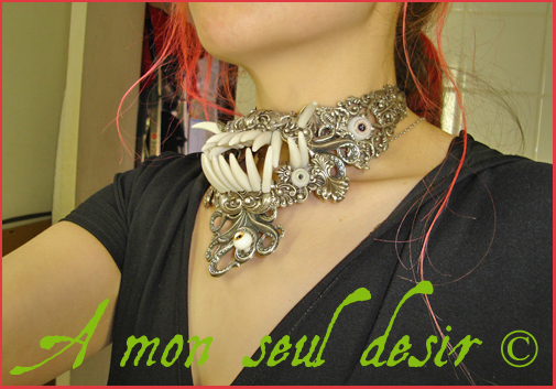 collier gothique dents mâchoire tentacule oeil yeux jaw tooth teeth necklace gothic goth eye tentacle jewel