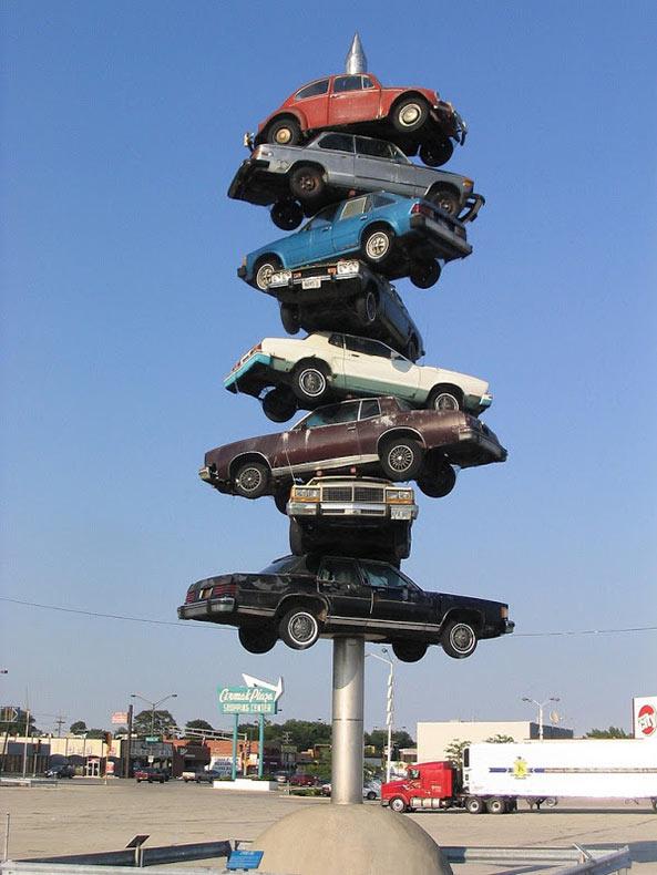"""""""Trans Am Totem"""" y """"Spindle"""", el arte de apilar autos   Estados Unidos"""