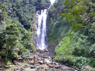 Inilah Wisata ,10 Air Terjun Tertinggi di Indonesia