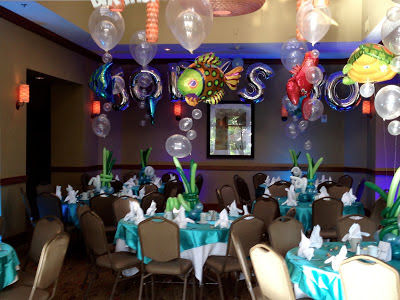 Underwater theme balloons centerpiece with balloon fish